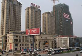 百盟集团襄阳百盟城市广场石材外墙清洗防护